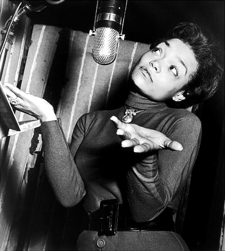 Eartha Kitt Bring IT! How Did You Find Your Bloggers Voice?